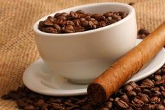 Kaffe och cigarr royaltyfri fotografi