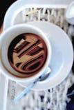 Kaffe och häftade böcker Arkivbilder