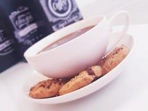 Kaffe- och kakatid royaltyfria bilder