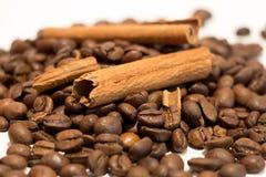 Kaffe och kanel Arkivfoto