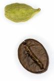 Kaffe och kardemumma arkivfoto