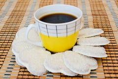 Kaffe och kex Royaltyfria Bilder