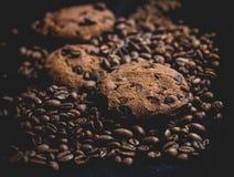 Kaffe och kexar arkivfoton