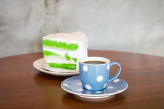 Kaffe och kokoskaka Fotografering för Bildbyråer