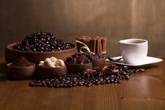 Kaffe och kryddor Royaltyfri Fotografi