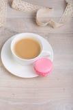 Kaffe och macaronkaka Royaltyfri Fotografi