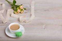 Kaffe och macaronkaka Arkivbild