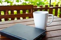 Kaffe och minnestavla Royaltyfri Fotografi