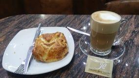 Kaffe- och ostbakelse Fotografering för Bildbyråer