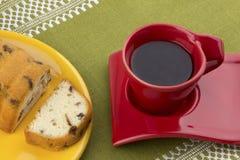 Kaffe och russinkaka Royaltyfria Foton