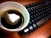 Kaffe och tangentbord Arkivbilder