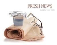 Kaffe och tidning Arkivbild