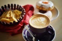 Kaffe på cafen Fotografering för Bildbyråer