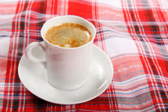 Kaffe på en frukosttabell royaltyfri fotografi