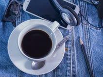 Kaffe på ferie med min jeans Arkivbild