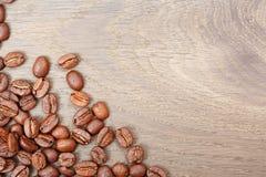 Kaffe på grungeträbakgrund Royaltyfri Bild