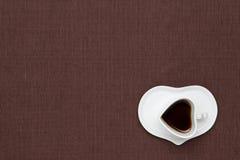 Kaffe på tabelltorkduken Royaltyfri Bild