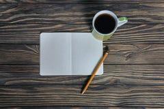 Kaffe rånar, anteckningsboken av dina tankar arkivbild