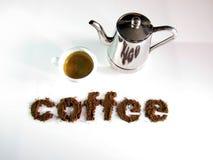 Kaffe som är skriftligt med kaffe, med en kopp kaffe Arkivfoto