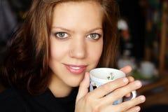 kaffe som har kvinnabarn Royaltyfri Fotografi