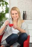 kaffe som har kvinnan Royaltyfria Bilder