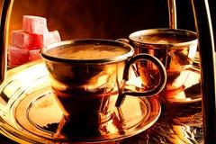 kaffe som tjänar som traditionell turk Royaltyfri Bild