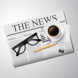 Kaffe, tidning och exponeringsglas Royaltyfria Foton