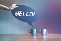 kaffe två med bubblaplattan som dialog med text royaltyfria foton
