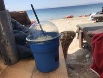 Kaffe vid havet Arkivbild