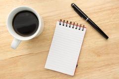 kaffeanteckningsbokpenna Fotografering för Bildbyråer