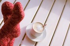 Kaffeavbrott i det sol- huset Royaltyfria Bilder