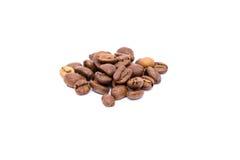 Kaffeböna som isoleras på vit bakgrund Arkivbild
