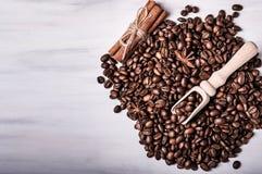 Kaffebönor, anis och träskednärbild Arkivbilder