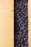 Kaffebönor för bästa sikt på trä Arkivfoto
