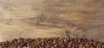 Kaffebönor grillas Royaltyfria Bilder