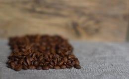 Kaffebönor grillas Royaltyfri Bild