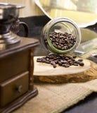 Kaffebönor i kök Royaltyfria Bilder
