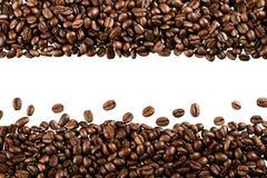 Kaffebönor - isolerad bild royaltyfri bild