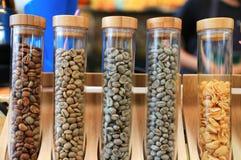 Kaffebönor kaffeabstrakt begrepp för flera belastningar Royaltyfria Foton