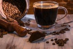 Kaffebönor, kopp kaffe Royaltyfri Foto