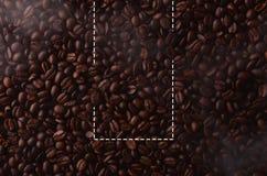 Kaffebönor med den idérika rektangelbeståndsdelen för grafiskt bruk fotografering för bildbyråer