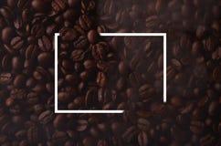 Kaffebönor med den idérika rektangelbeståndsdelen för grafiskt bruk royaltyfria bilder