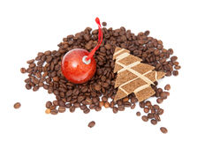 Kaffebönor med det lilla xmas-trädet Royaltyfri Fotografi