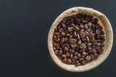 Kaffebönor och kaffepåsar Royaltyfri Bild