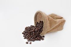 Kaffebönor och kaffepåsar Fotografering för Bildbyråer