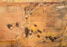 Kaffebönor som är rå och rostas Fotografering för Bildbyråer