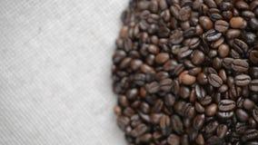 Kaffebönorna roterar på skivtallriken lager videofilmer