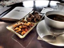 Kaffebiscotti & jordnötter Arkivbilder