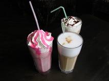kaffedrinkar arkivbild