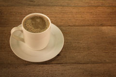 Kaffee auf alter hölzerner Tabelle Stockbild